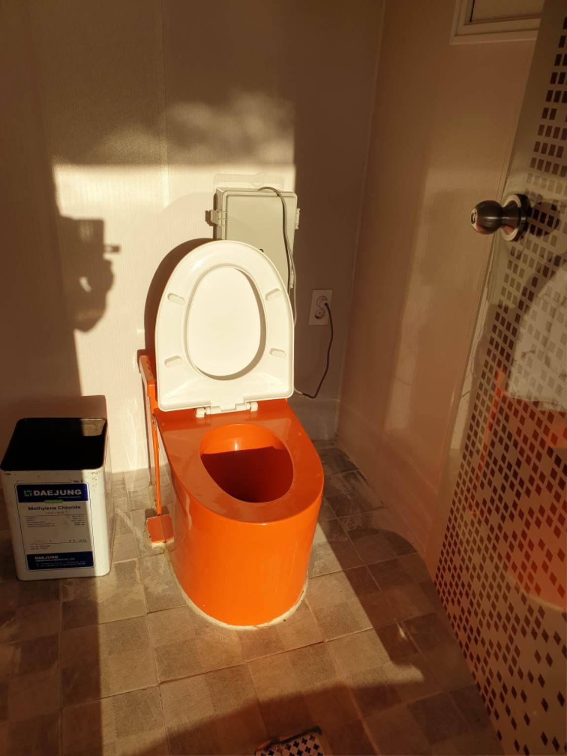 로얄좌대거품화장실.jpg